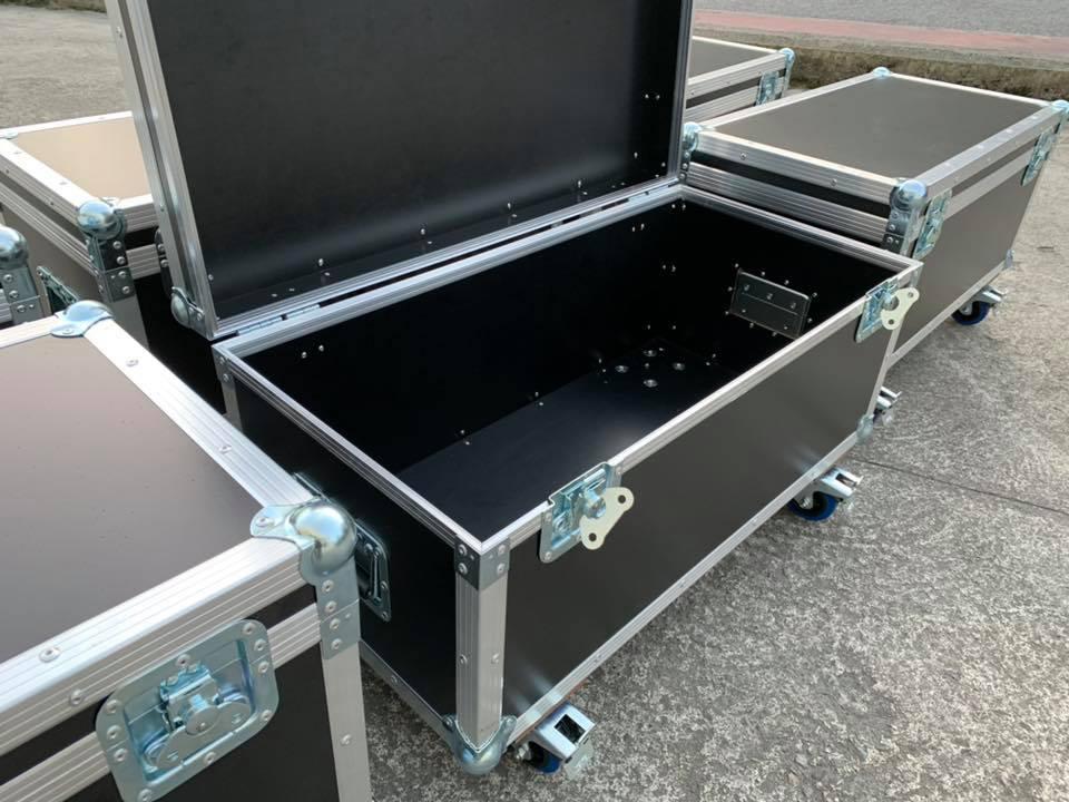 Fabricación de maletas flight case estándar y armarios rack 19